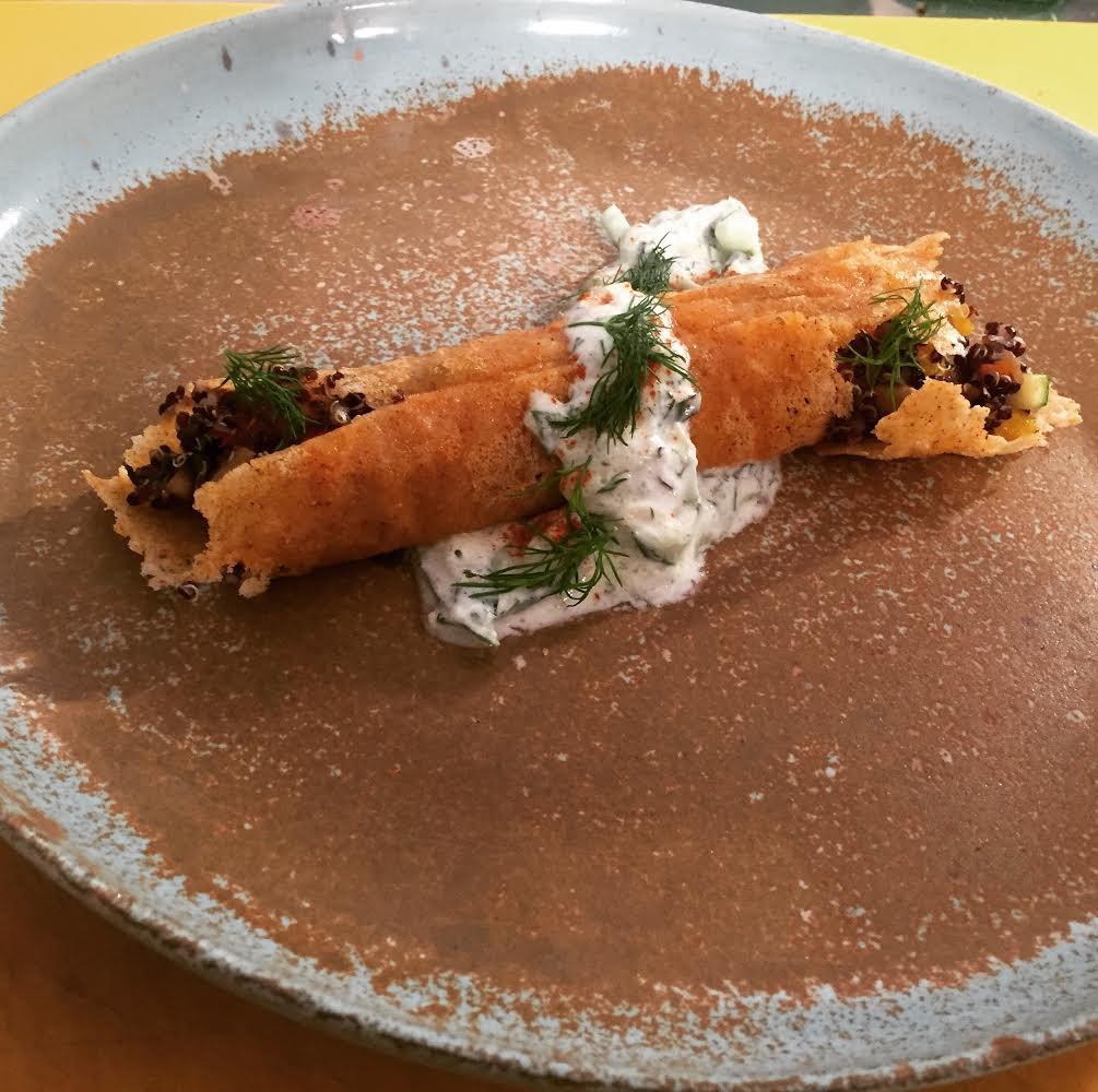 Cannolo di Parmigiano con insalata di quinoa nera